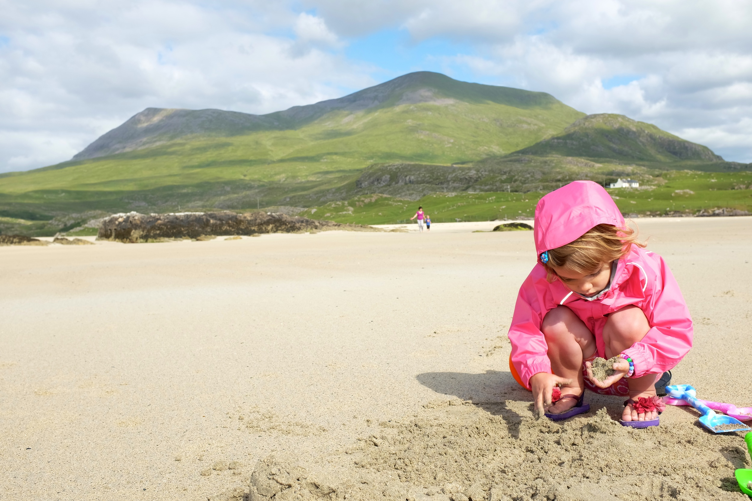 Hannah playing with sand. She can be entertained with sand and rocks for a long time :)