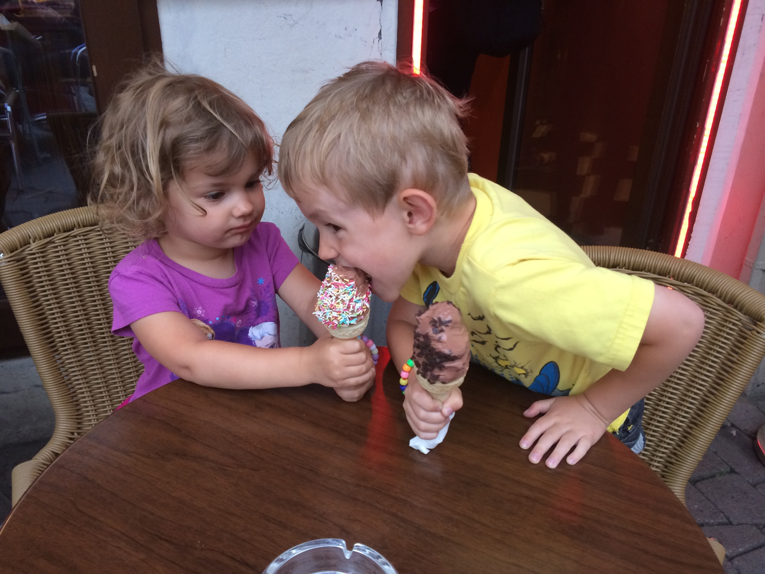 Kian trying Hannah's ice cream since they had different sprinkles