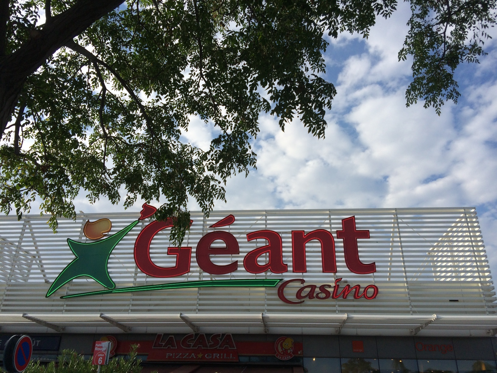 Geant Casino Grocery Store