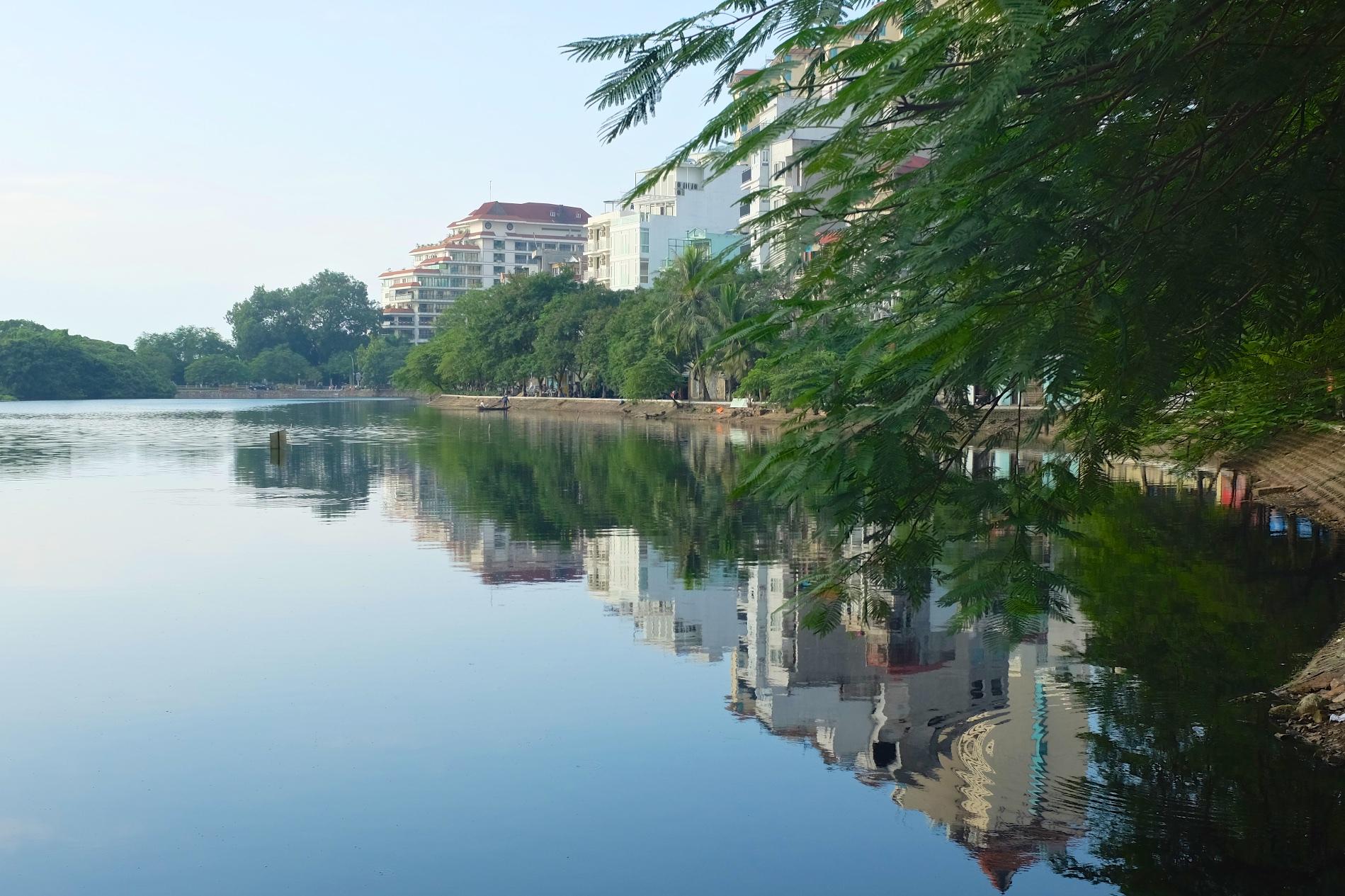 Reflective Hanoi