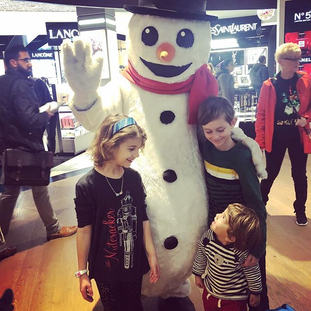 We met Frosty @heathrow_airport ⛄️ The kids were so excited and Eli was just mesmerized 😍. We had a nice flight home with the kids being amazing the whole time. So grateful for these young travelers and their patience and resilience. Now that we are home...jet lag is making the kiddos wake up super early...an early start to Christmas 🎄 will be upon is tomorrow. We are so excited!!! Happy Christmas Eve to all who celebrate. ❤️