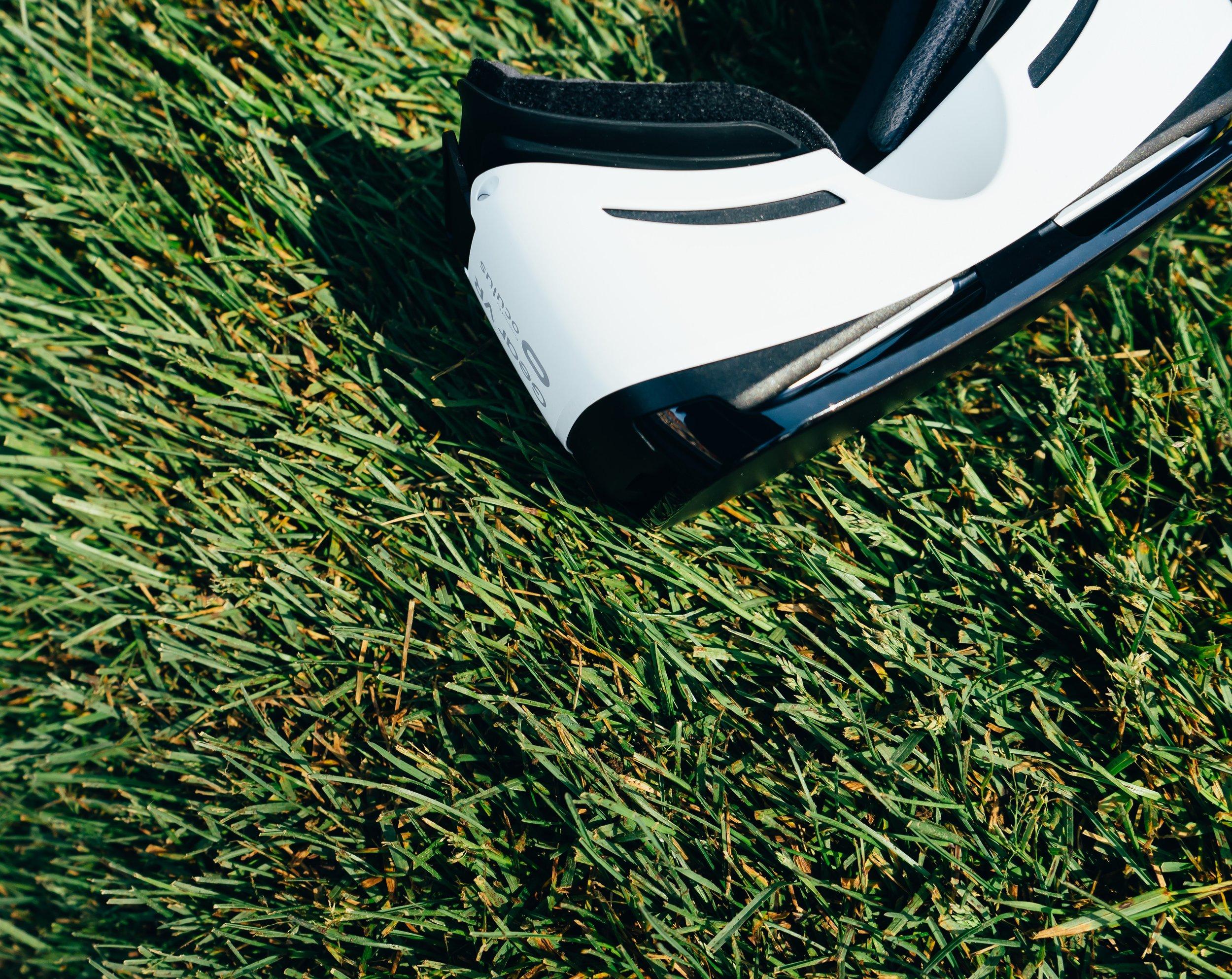 electronics-grass-lawn-532559.jpg