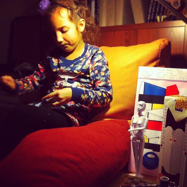 Twiggy Mondriaan is zo'n prachtige set — Dit meisje heeft duidelijk al een verfijnde smaak! Foto van @honor_ata