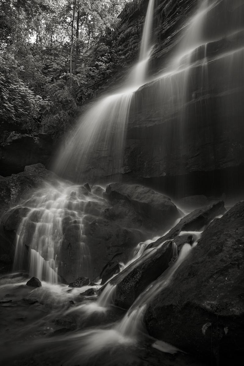 Alpha Falls drops over a vertical cliff of Homewood Sandstone.