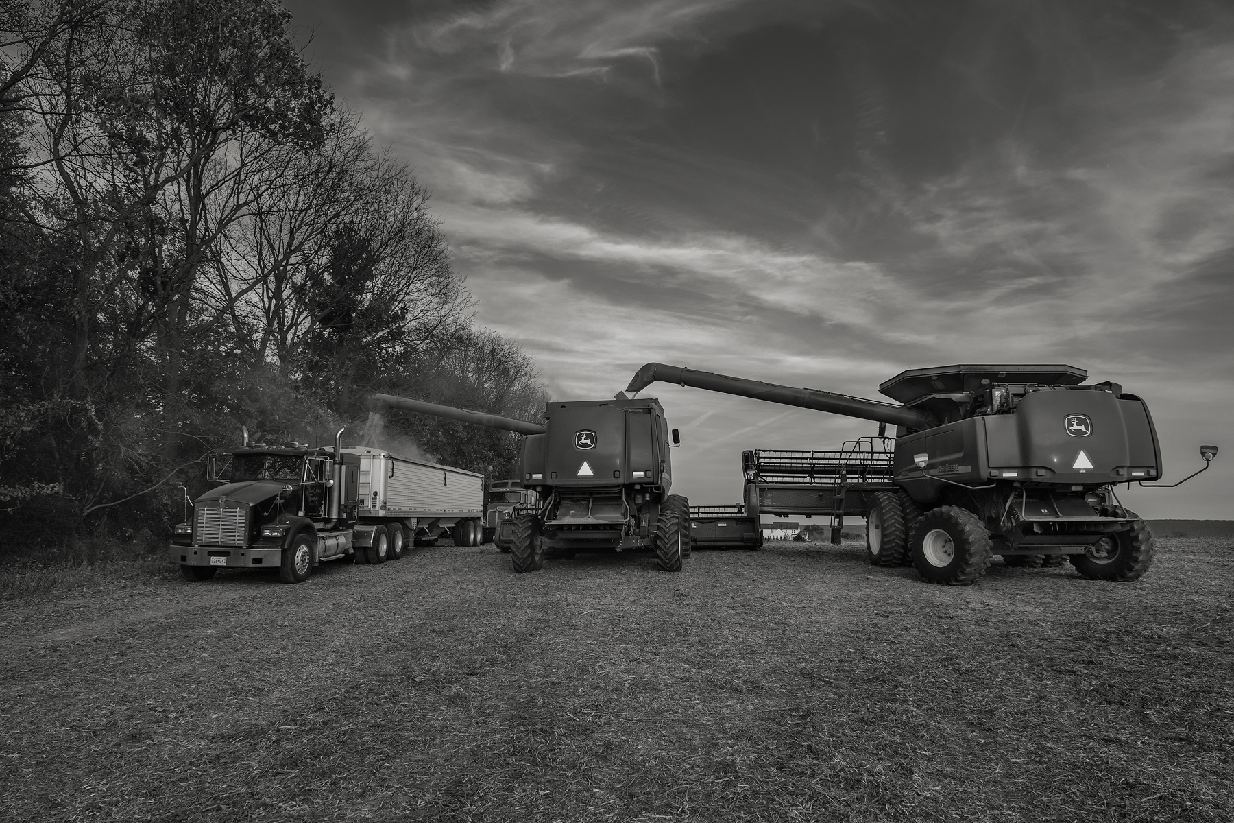 Unloading the harvest. Fuji X-T2 and a Fujinon XF16-55mm f2.8 WR at 23mm. Image exposed at ISO 800 at f5.6 for 1/125 of a second.