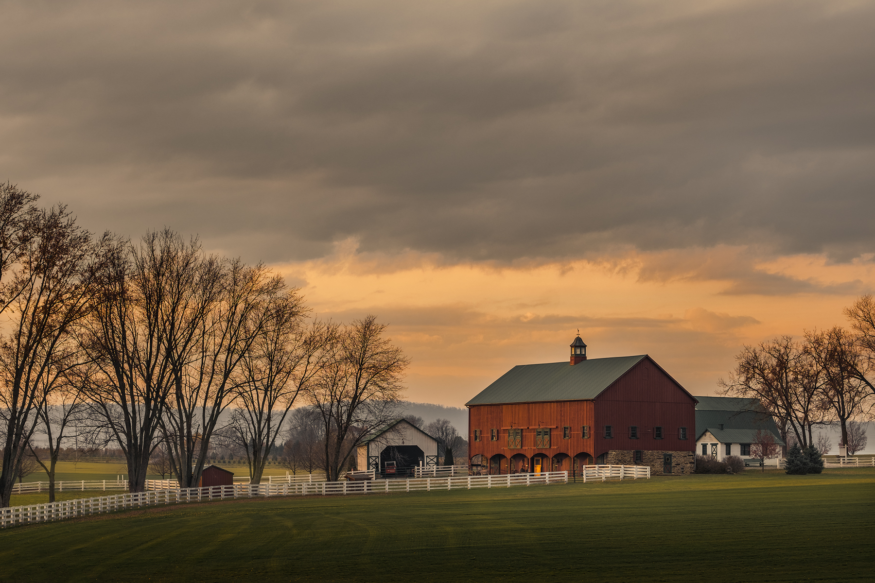 The Big Red Barn, No. 2 | Fuji X-T2 and a Fujinon XF50-140mm R OIS WR