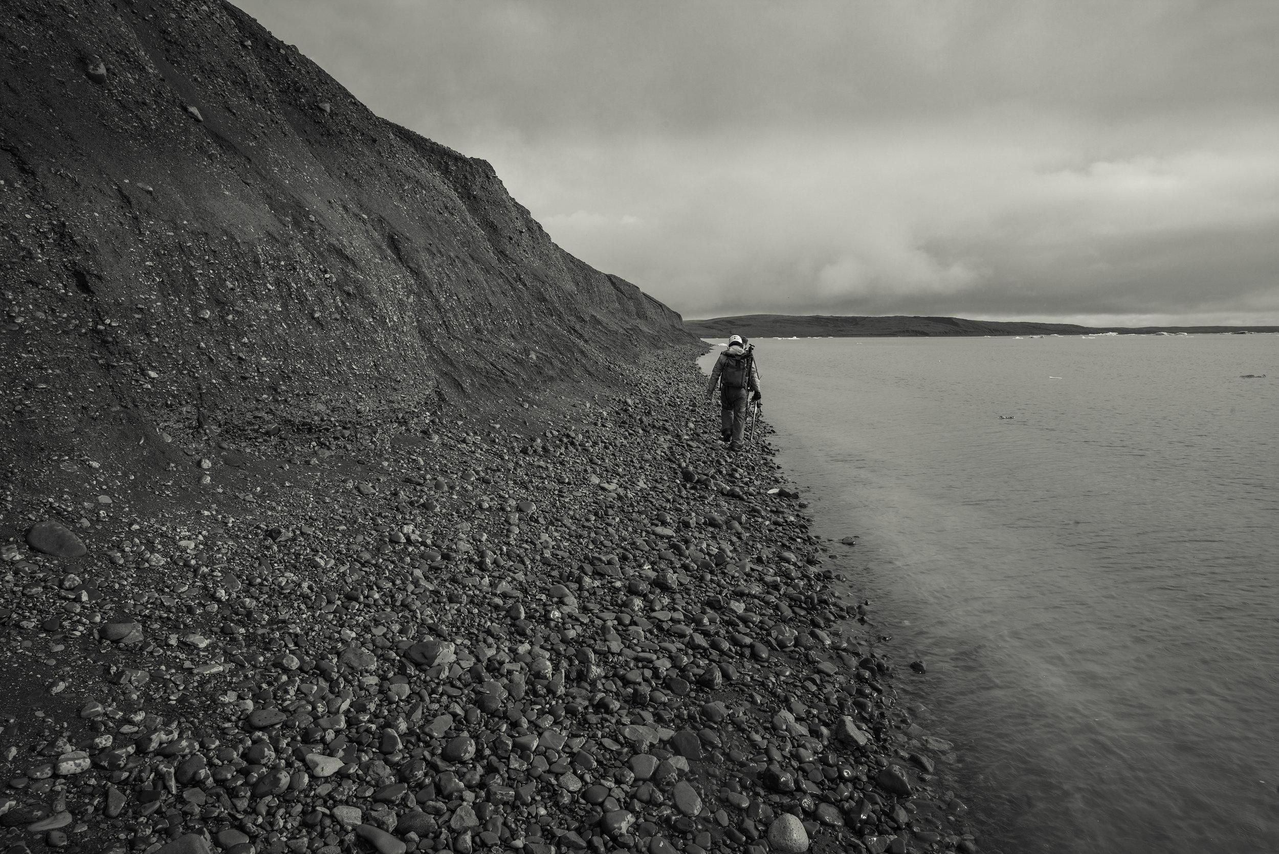 The moraine of silt and rocks left by the retreating glacier and the rocky beach next to Jölkúsarlón.