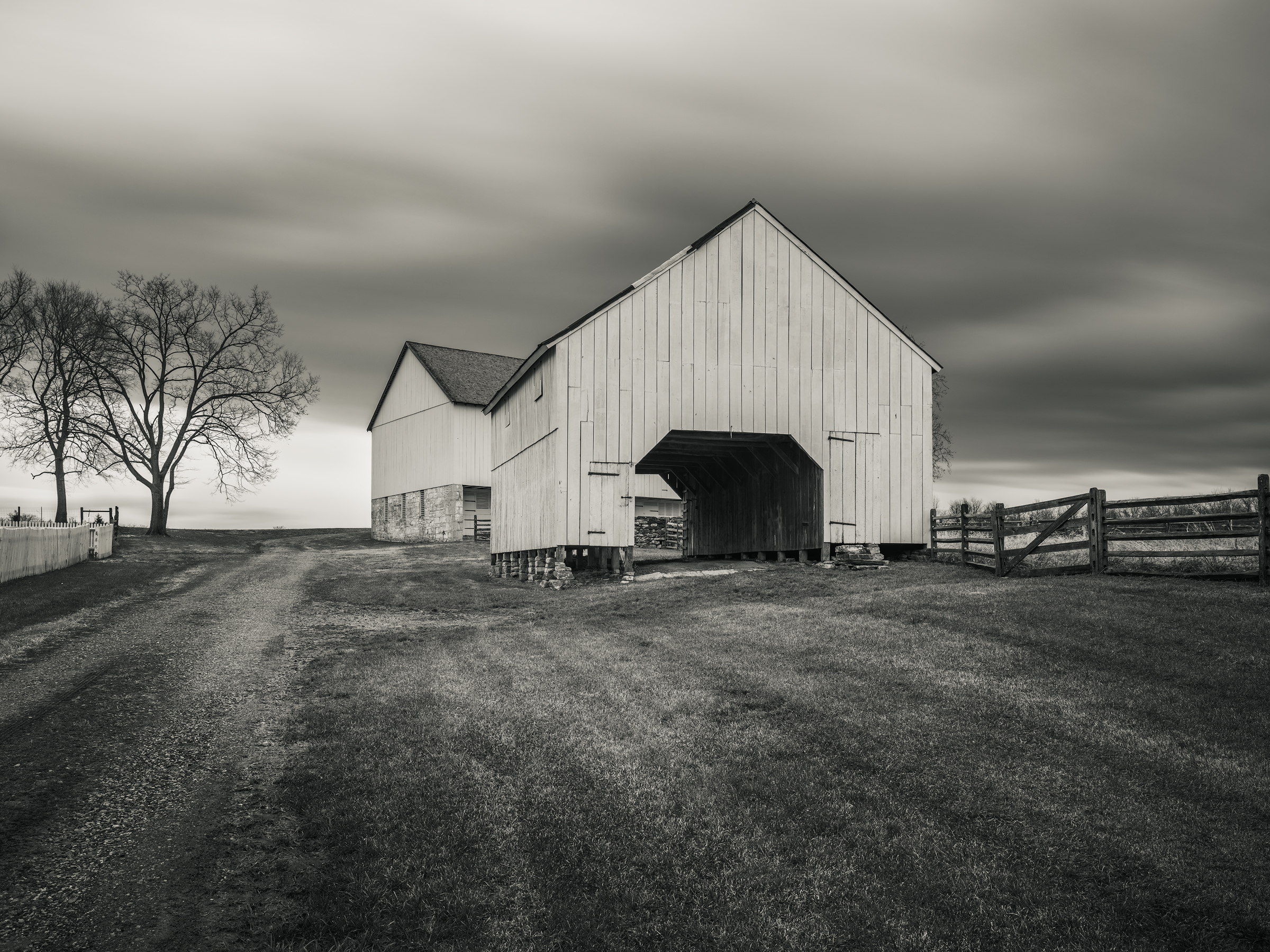 Poffenberger Barns, Antietam National Battlefield, MD - Fuji GFX50s and a Fujinon GF23mm f4 R WR | ISO 100 at f11 for 120 seconds.