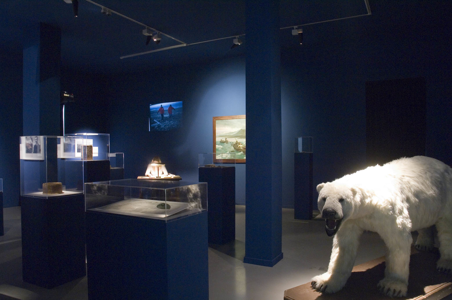Nova Zembla (with selected pieces from Rijksmuseum's collection) (2006), installation view.