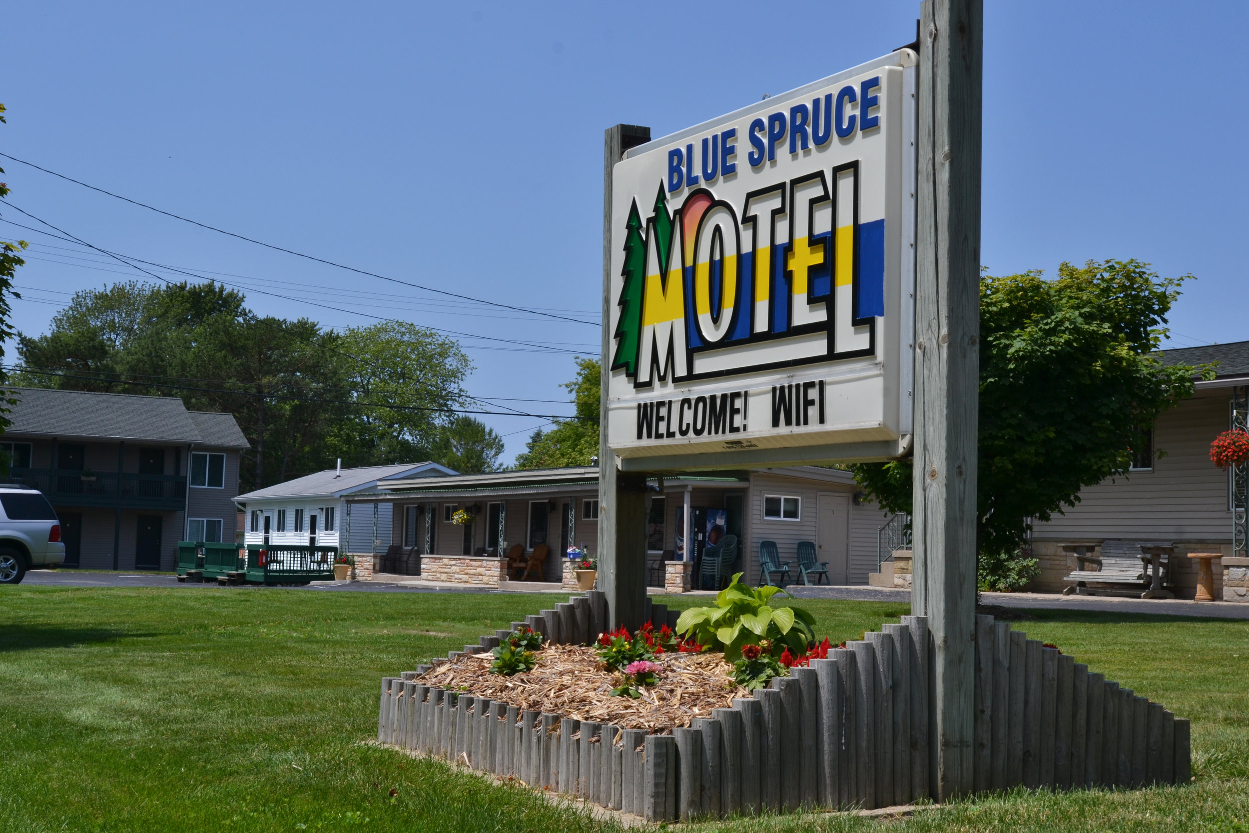 Blue Spruce & Lucky Horseshoe Motels