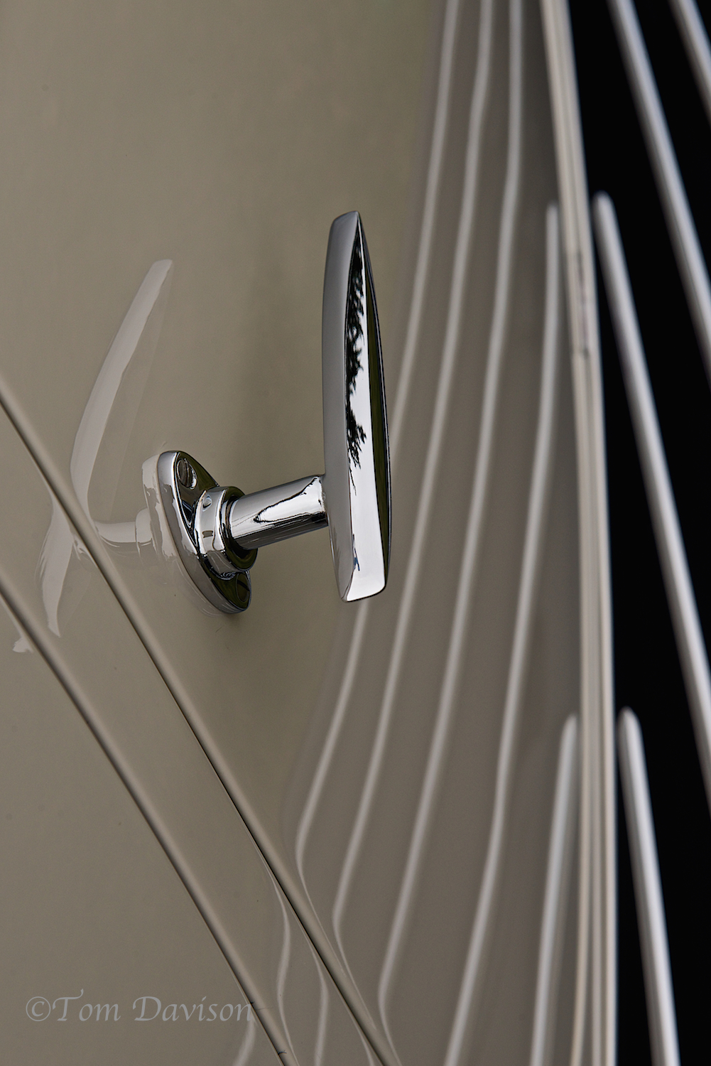 Detail of hand made door handle by Figoni y Falaschi. With running board reflection.