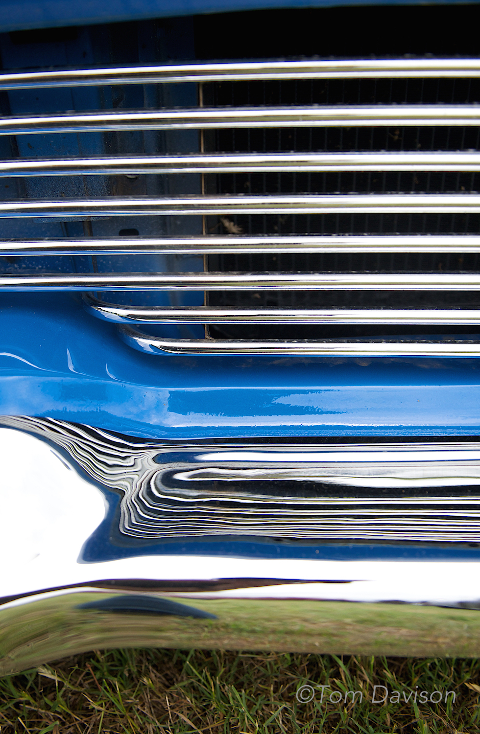 Front grill detail on a 1957 Ford.