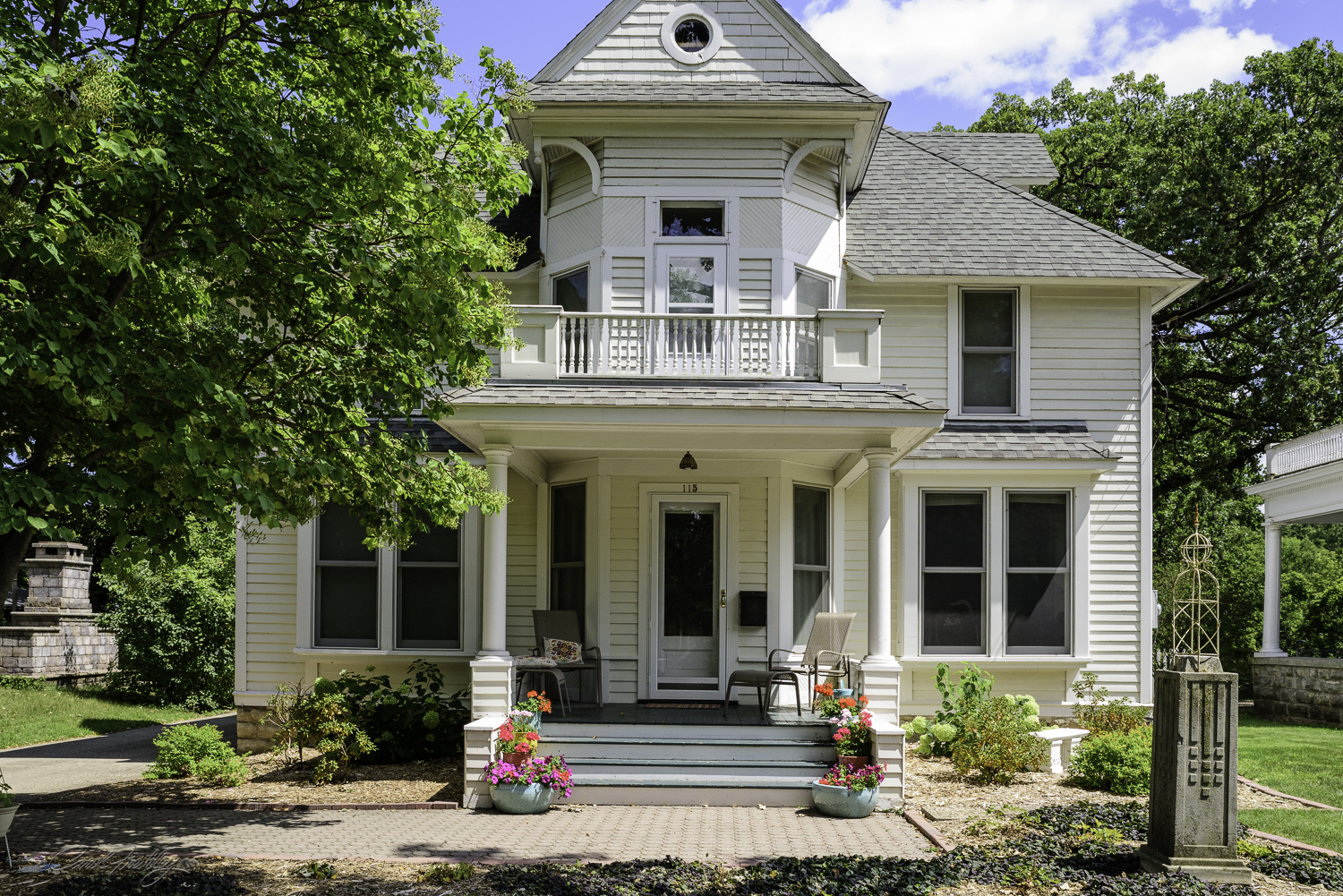 This is listed as the Richardson / Page House, built before 1905. It has a lot of style features but was not identified as any particular predominant style. The classical columns may be taken from Queen Ann style homes in Mason City.