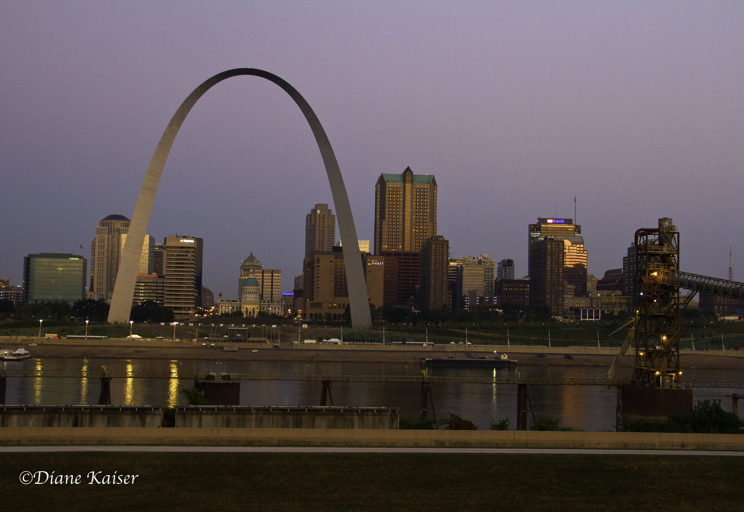 We agreed to leave early in the morning and start our adventure at the Malcolm Martin Memorial Park. We had done some research on the best place to photograph the arch and this was one place that had high marks. From here, we looked across the Mississippi River westward toward St. Louis.