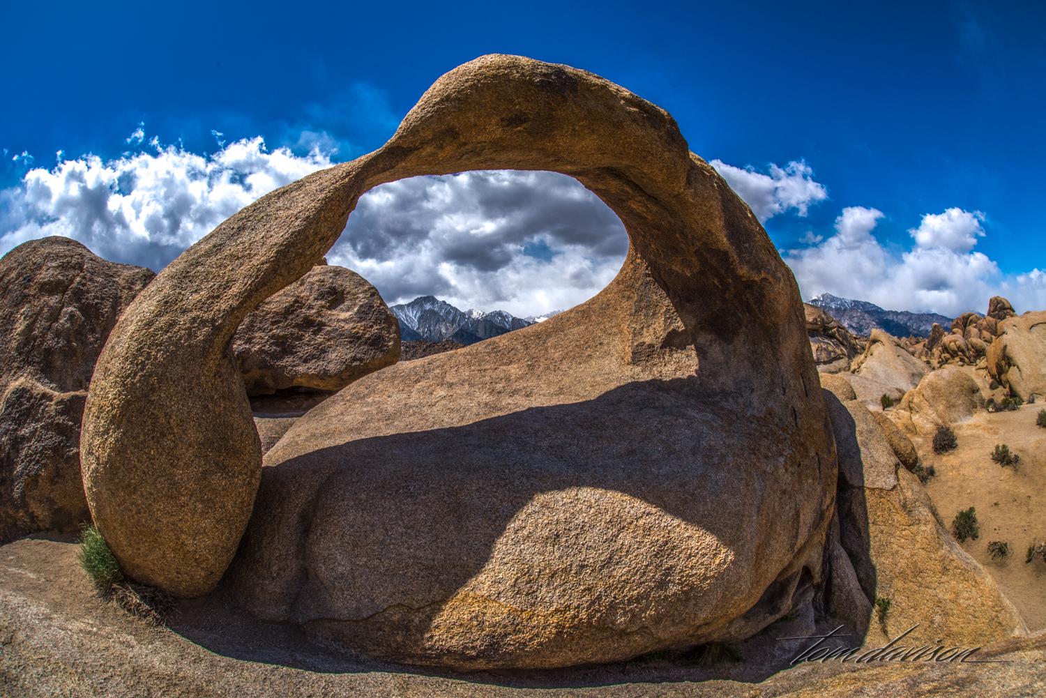 Mobius Arch gets a shadow once the sun starts tracking toward the west (Sierra side).
