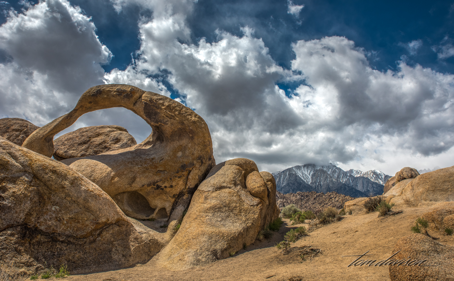 There are many photographic compositions at Mobius Arch because you can actually walk around it.
