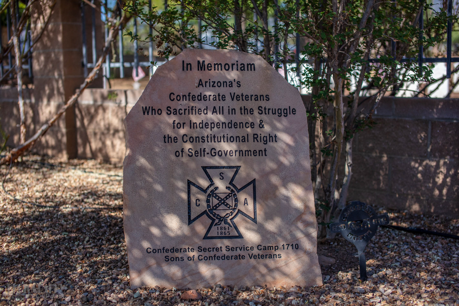 This honors the Confederate veterans.