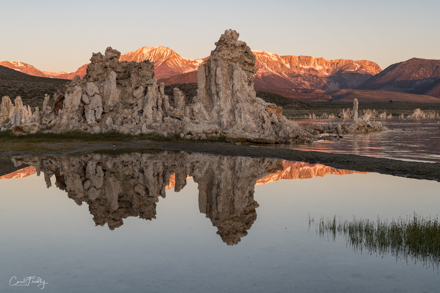 Probably the most important part of the magic at Mono Lake is to capture reflections of tufas, mountains, and golden hour skies.