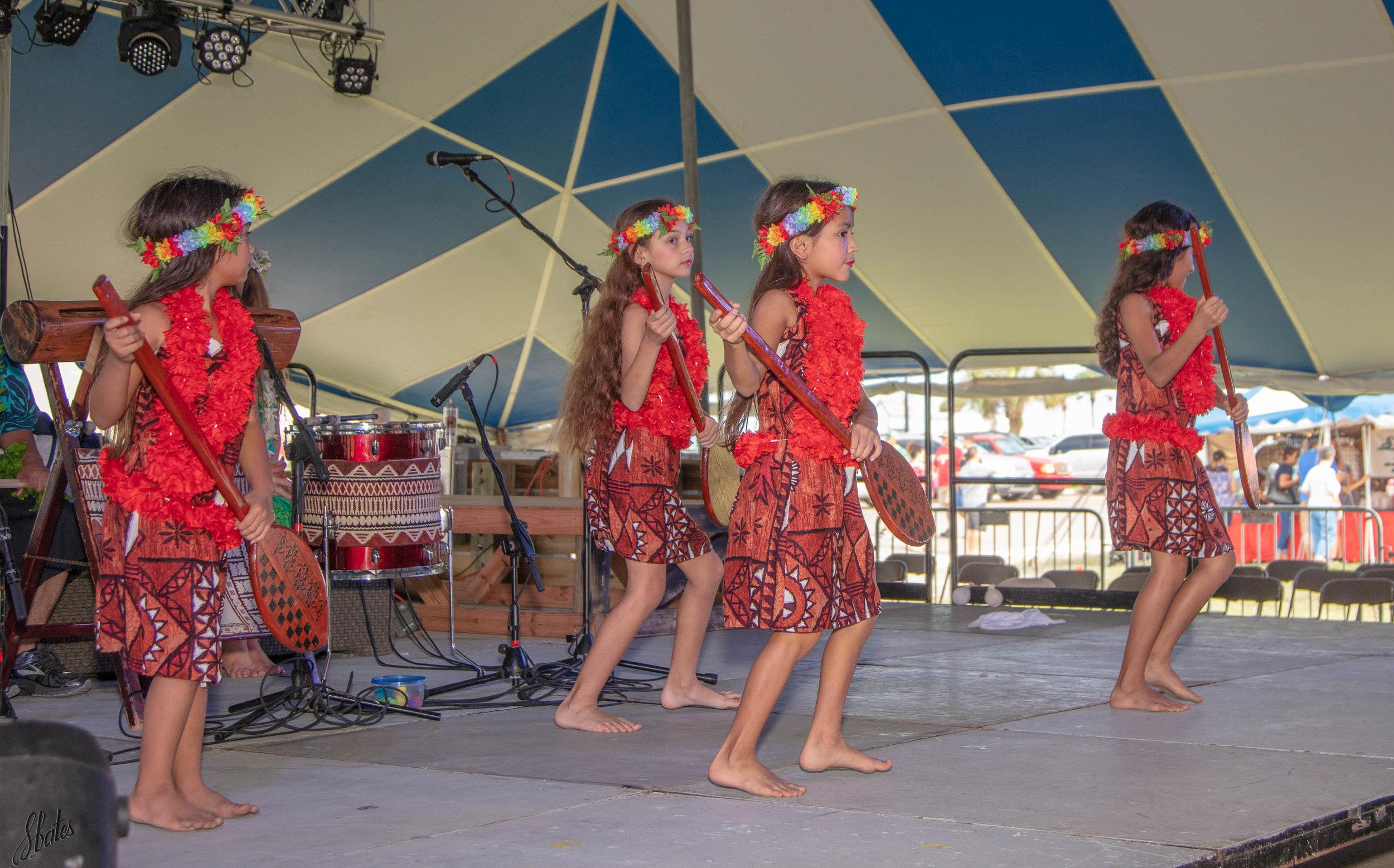 Young Hawaiian dancers.
