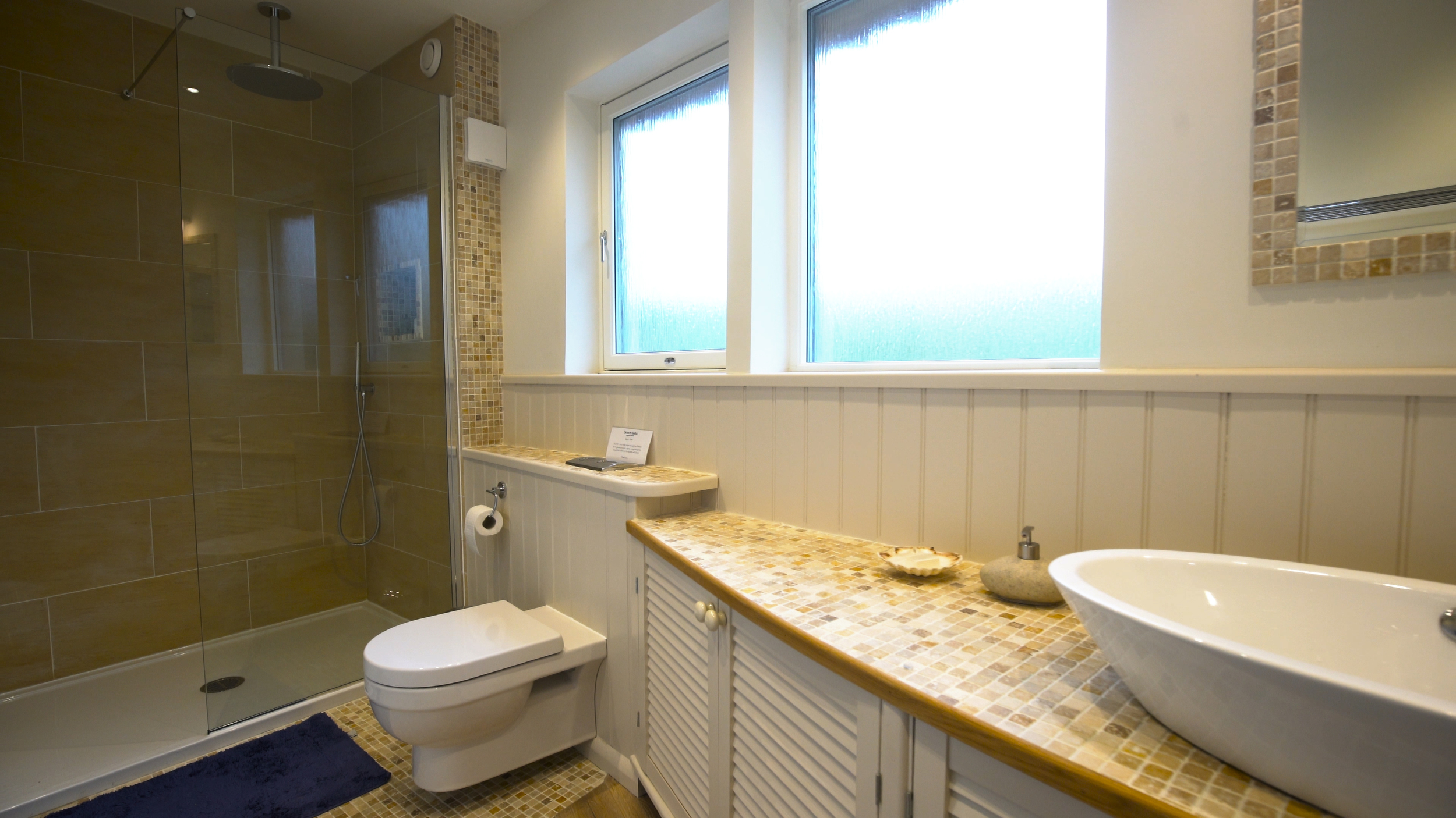 Shoreline has a beautiful en-suite bathroom with a walk-in rain-style shower, and designer detailing