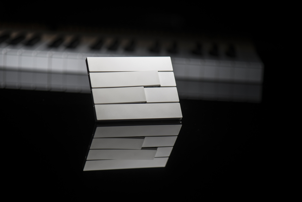 piano_2_buttons_9010_1200_801.jpg