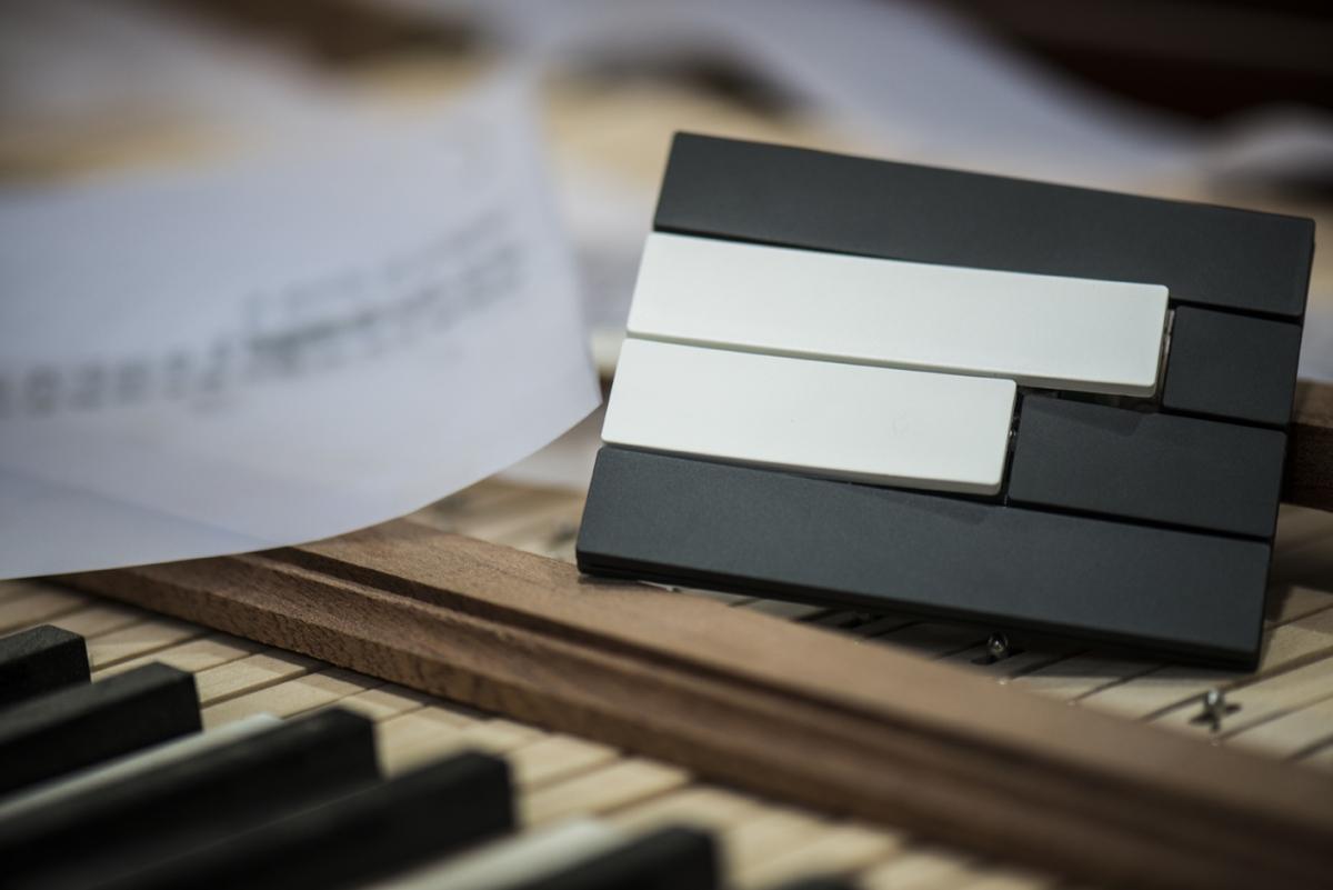 Piano_switch_9010-7022_1200_801.jpg