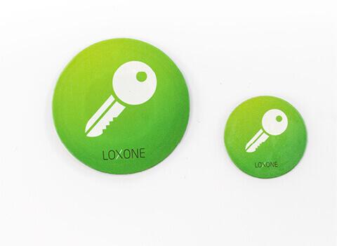 NFC smart tag - Nyisd ki az bejárati ajtódat vagy a garázskaput a Loxone NFC smart tag-gel, melyet az NFC Code Touch-hoz kapsz.