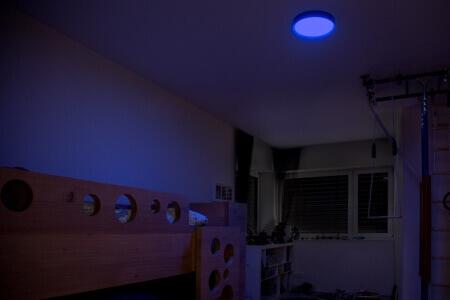 és még sok minden más - Az igazi okos otthon igényeit tartották szem előtt a tervezés során - a mennyezeti lámpádat sokoldalúan használhatod, adhat például éjszakai fényt is.