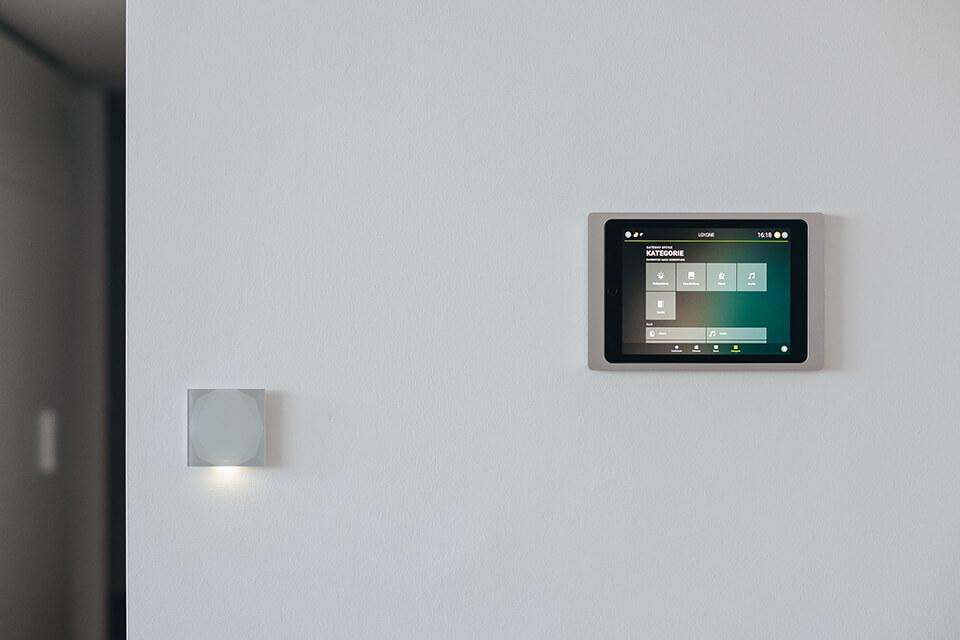 Multimédia - A Loxone zeneszervere az első multiroom audió rendszer, amelyet úgy fejlesztettek ki, hogy 100%-ban integrálható legyen az okos otthonok által kínált megoldásokba. Tovább