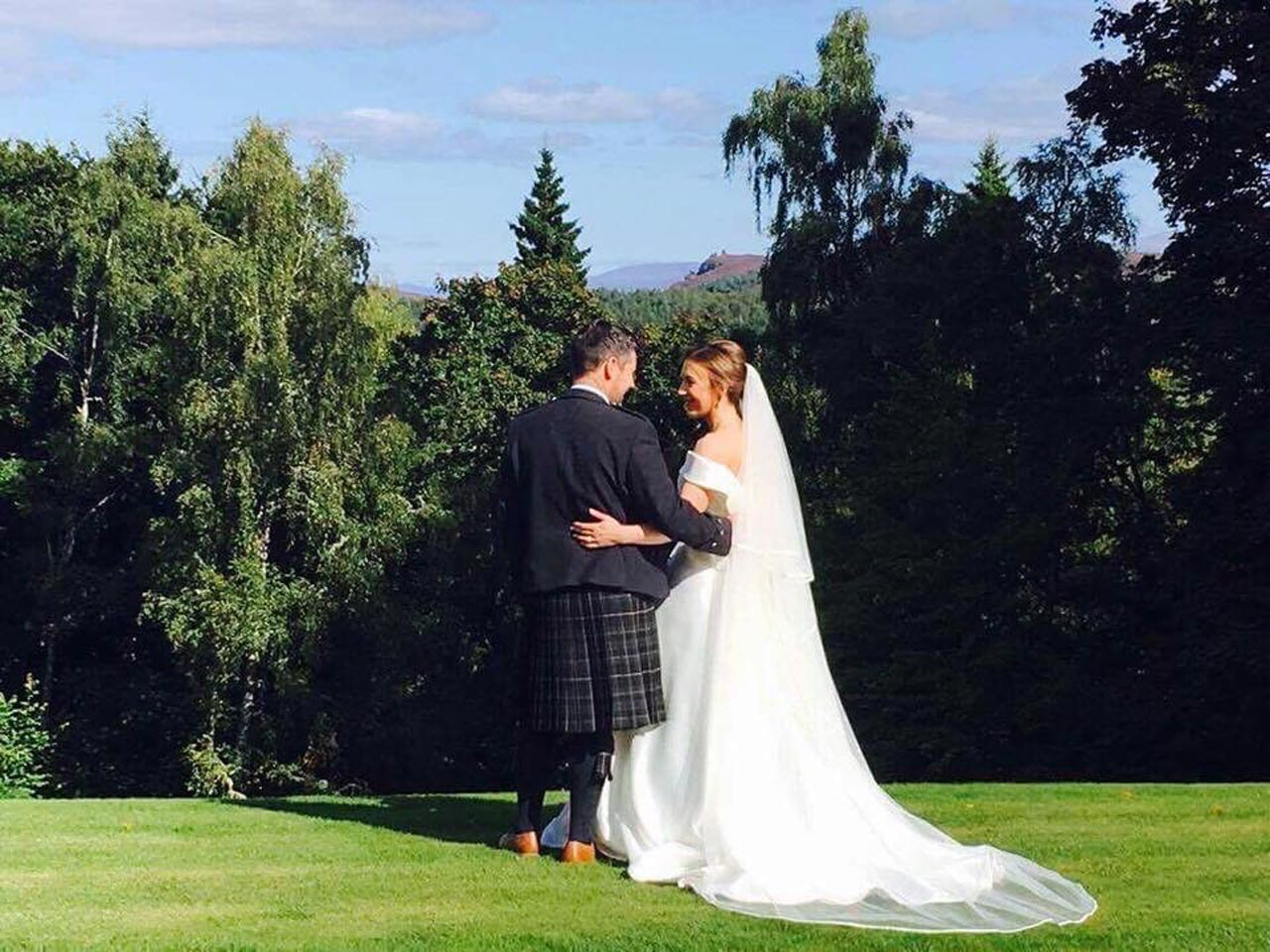 Glentrium-Estate-Wedding-Venue-Scotland-hannah-and-ross-on-lawn.jpg
