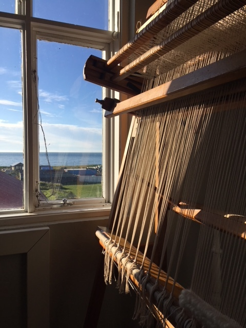 VINTAGE TAPESTRY LOOM > TOUCH material > ART PROJECT  Hand knotted material with un-spun icelandic wool, carpet knots