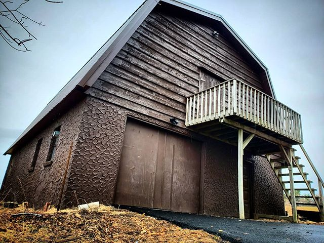 BARN3 IS MOVING! Into an actual barn! Please bear with us if we are a bit slow to respond to emails and such as we make this exciting transition. We are so grateful to all of our customers around the world. It's beautiful to see our products helping you, in some small way, to make the music you love. We have some new stuff planned for this year that we cant wait to share with you. Stay tuned. #barn3 #eventide