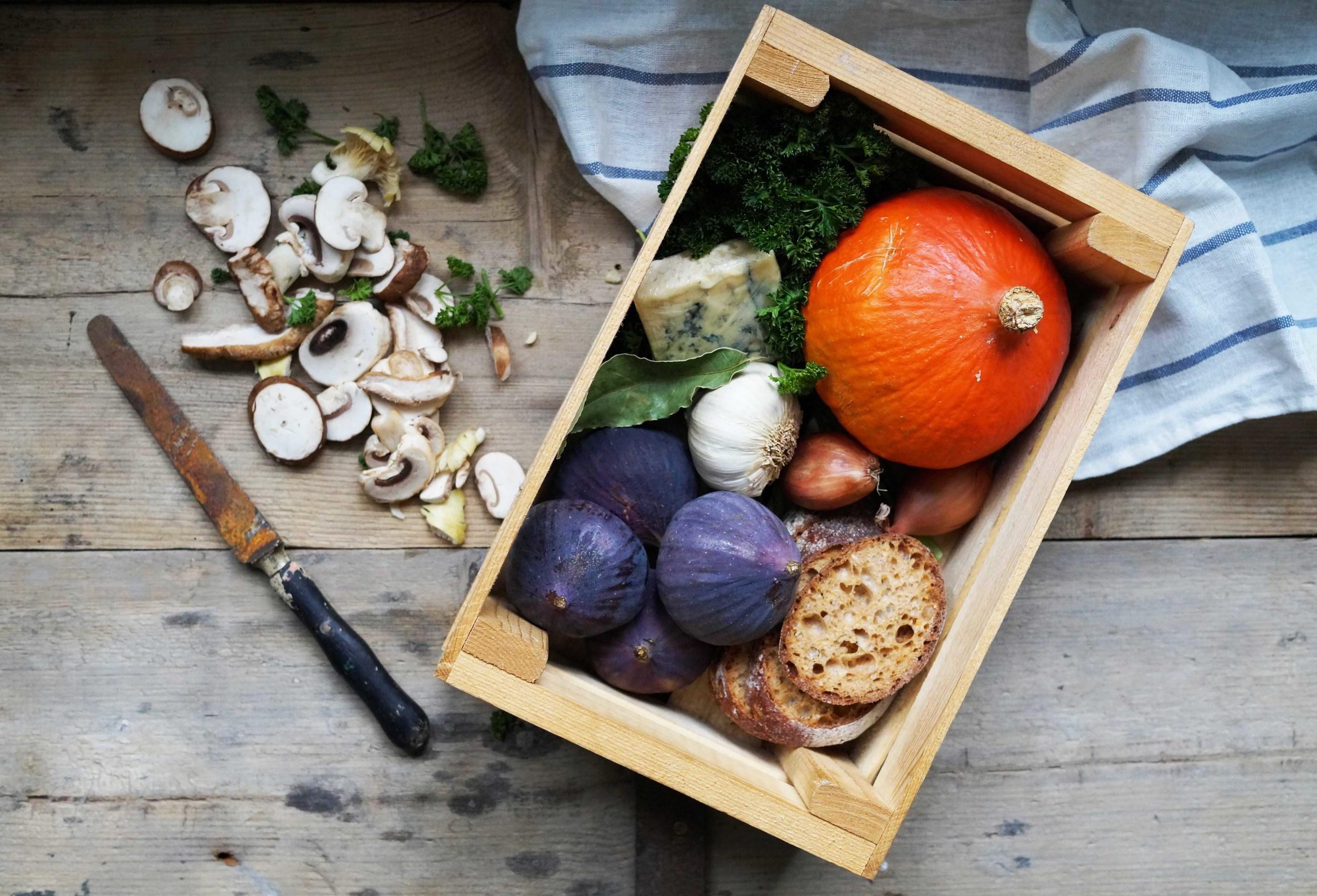 kratje met herfstige ingrediënten