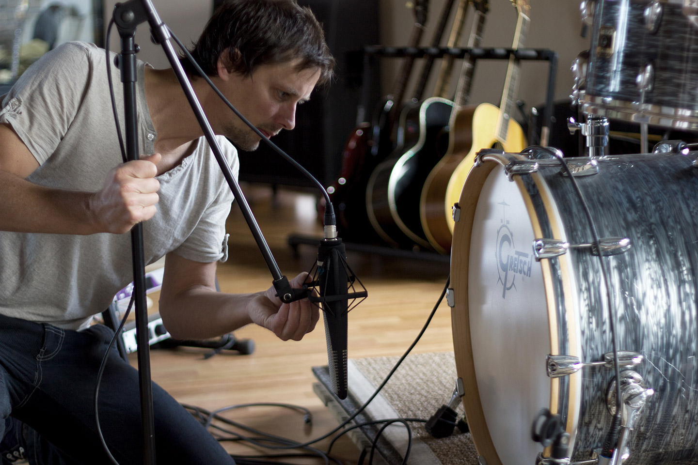 Engineer Larry Fricke positions his RNR1 in front of a kick drum at Mix-Box Studios.