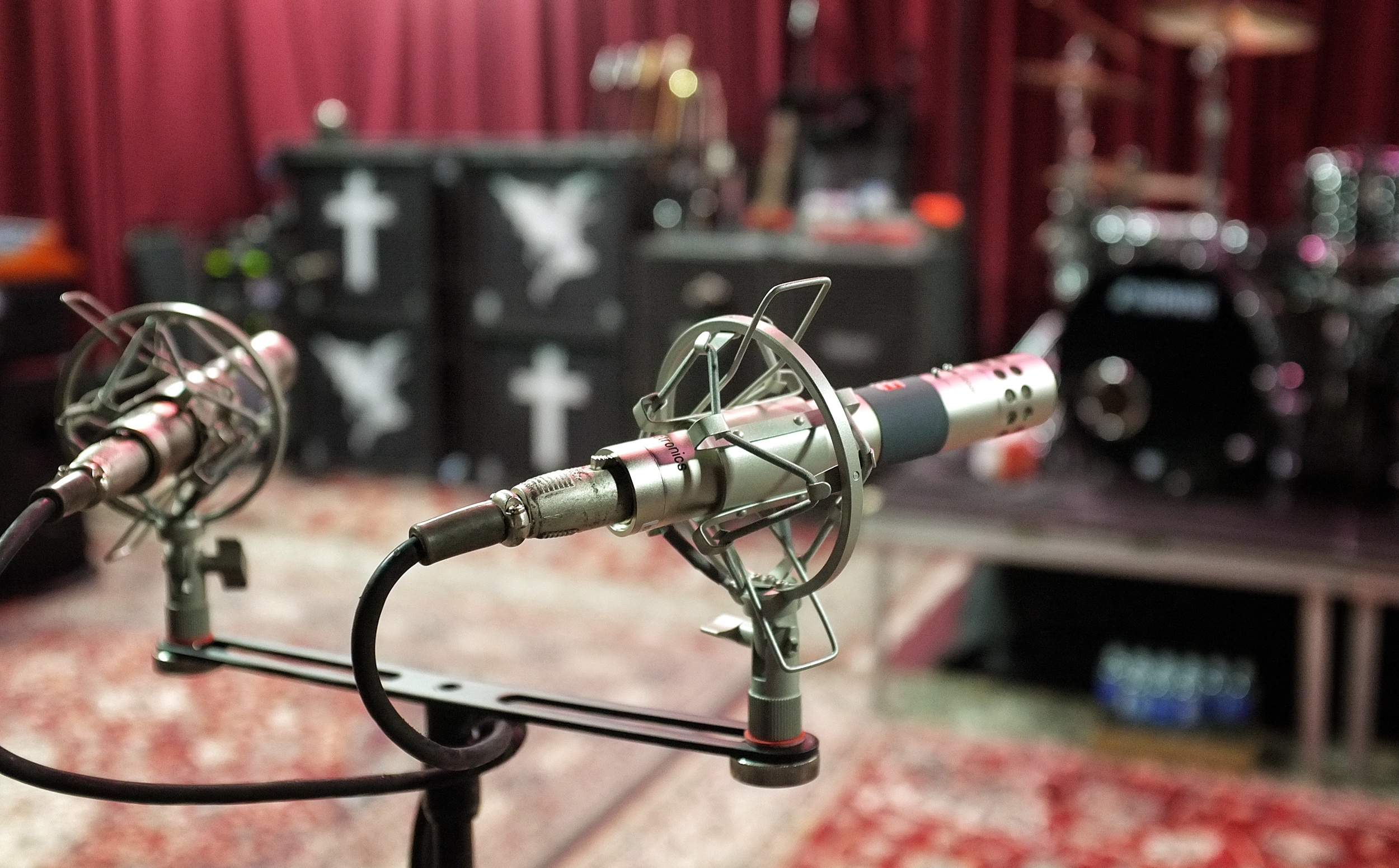 An sE4 stereo pair set up to record in Black Sabbath's rehearsal space.  [photo credit: Chris Dauray]