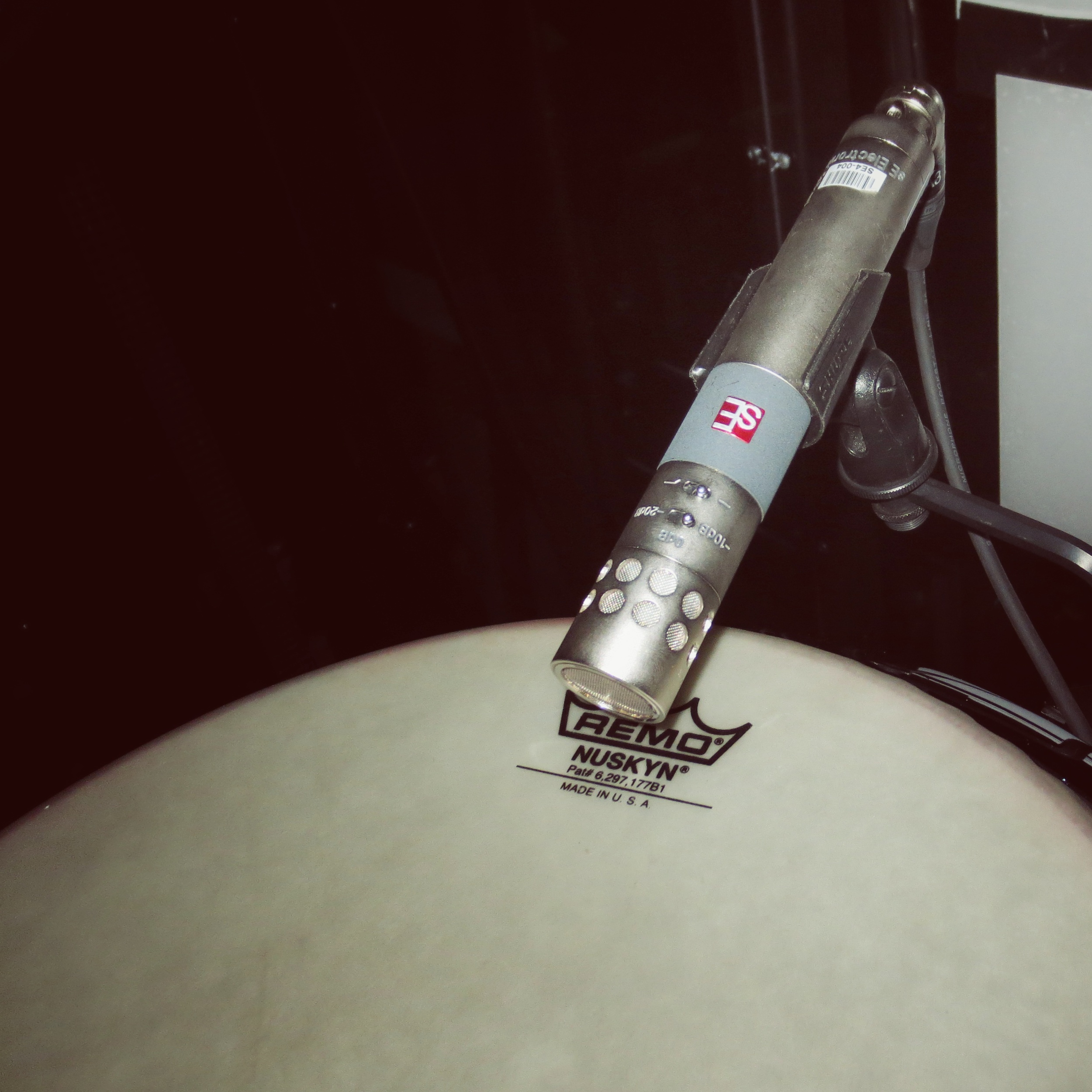 An sE4 small-diaphragm condenser on hand drum - now replaced by the  sE5 .