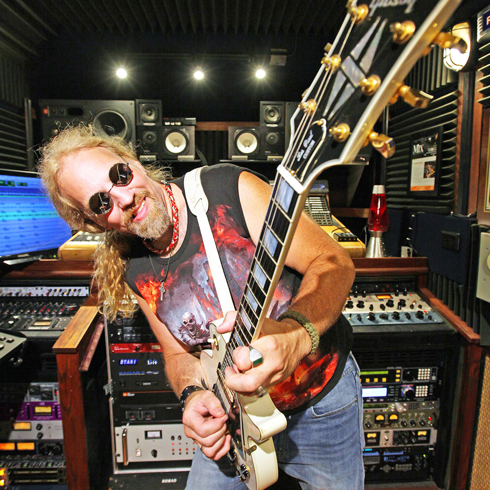 "<p><a href=""/artists/brian-tarquin"">Brian Tarquin</a>Emmy-Winning Composer, Guitarist</p>"