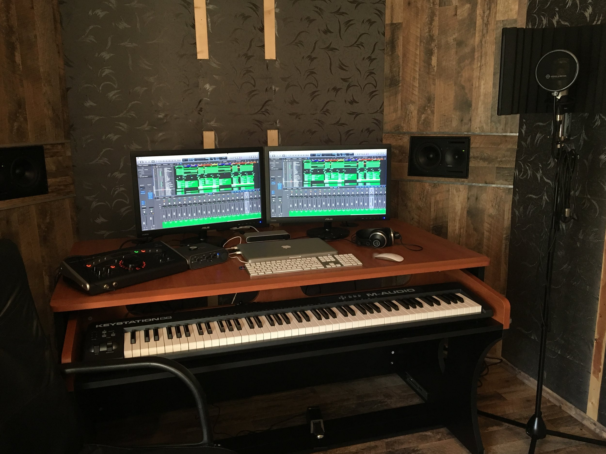 My Studio_Germany plus sE gear 01.JPG