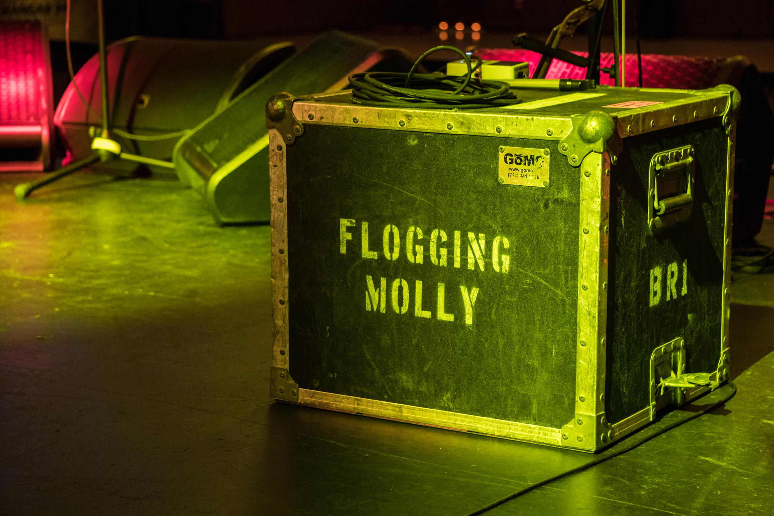 flogging-molly-med-11.jpg