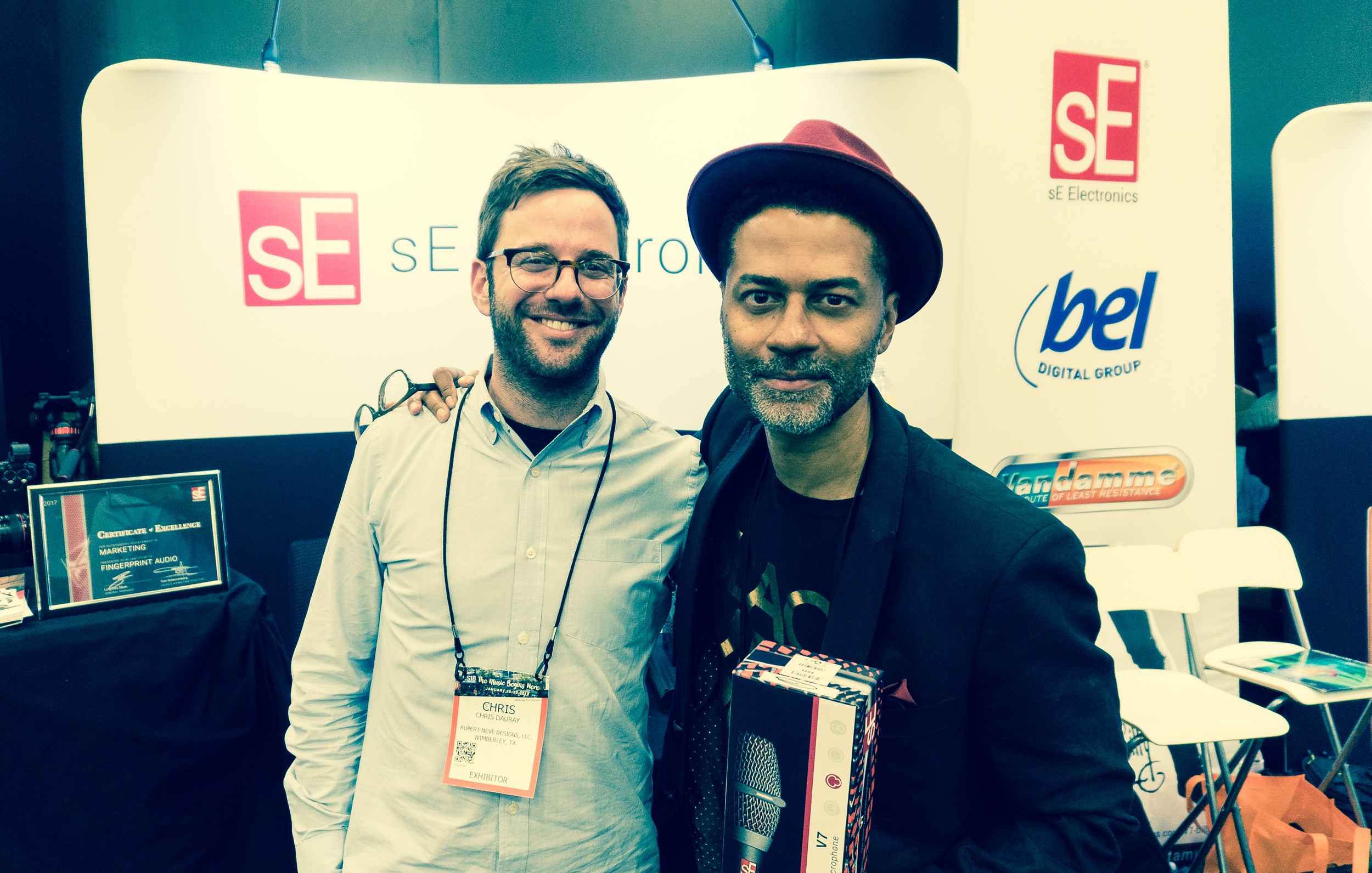 One of our booth visitors was R&B singer Eric Benét (R), holding a  V7 microphone  with our Brand Manager Chris Dauray (L).
