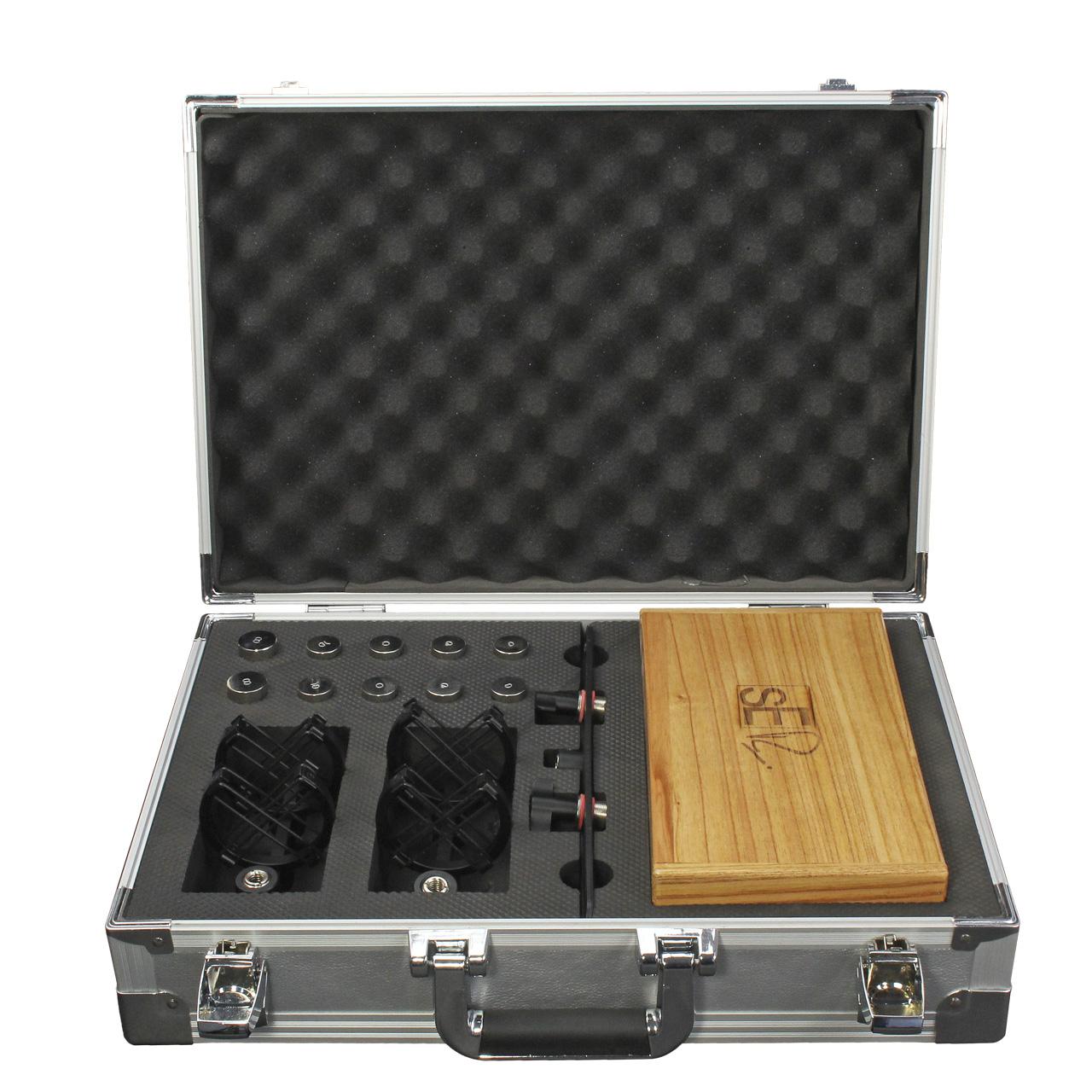 rn17-pair-suitcase-open.jpg
