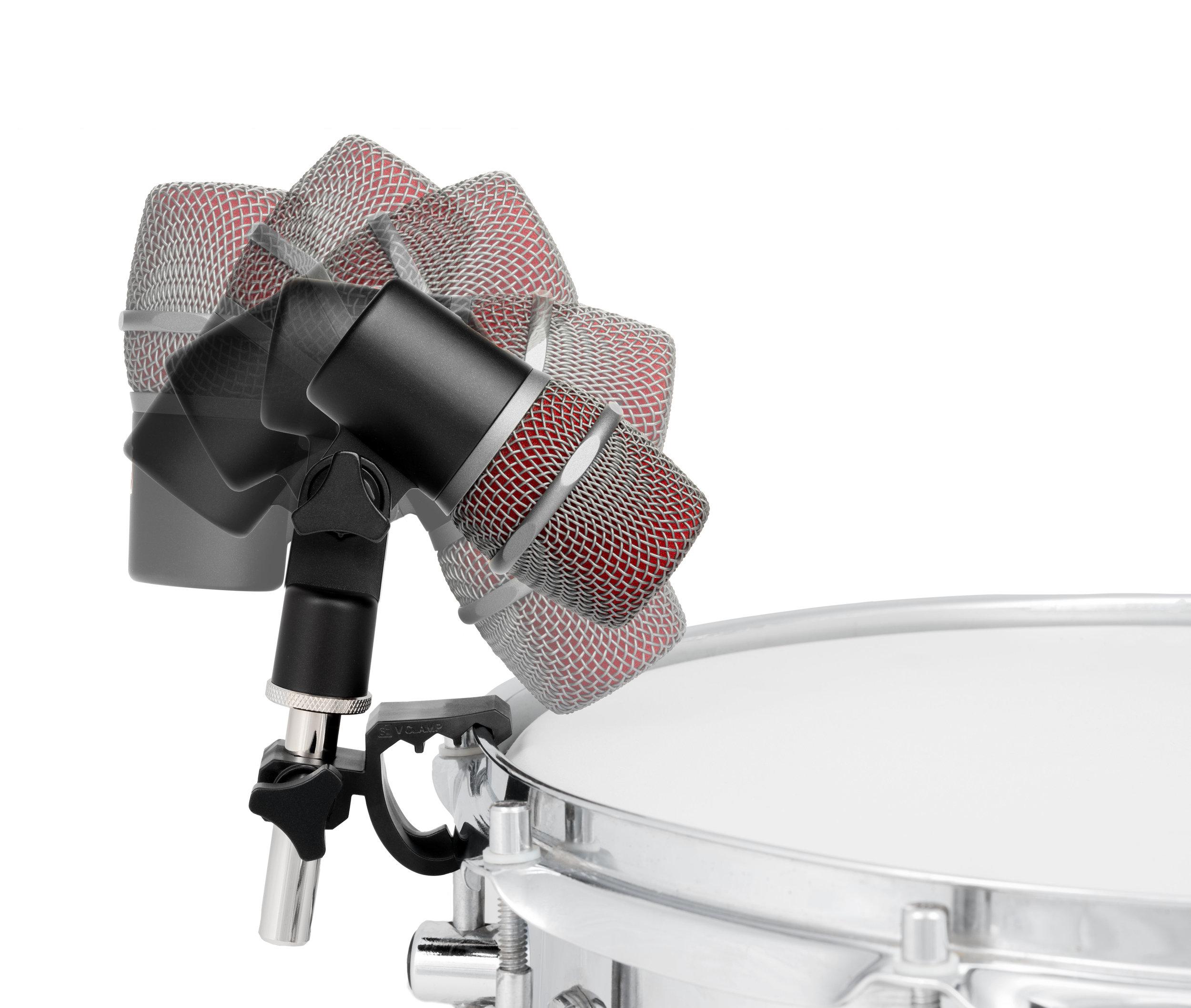 sE V BEAT on snare wide swivel range 2682-Edit.jpg