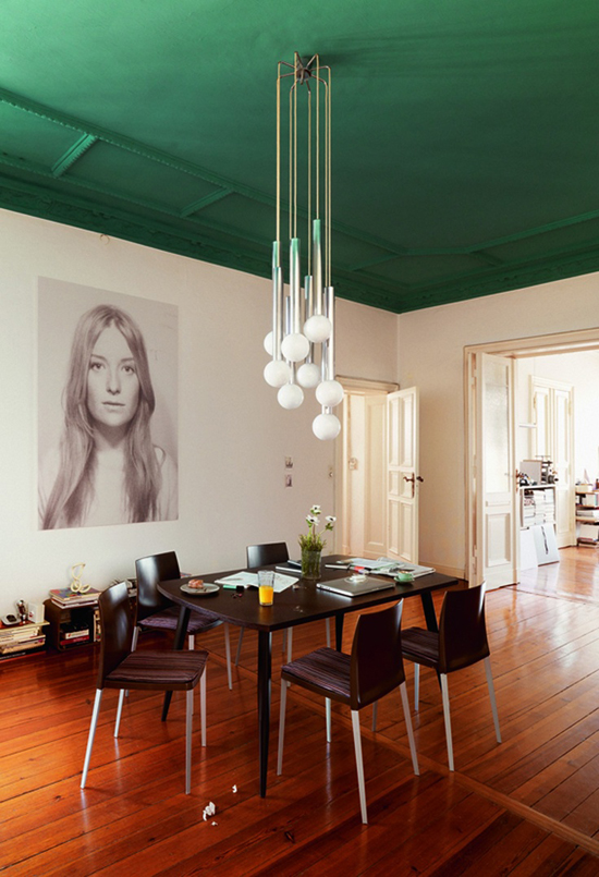Emerald green ceiling? Yes please! And the light fixture is perfection.  Image via  Design Love Fest