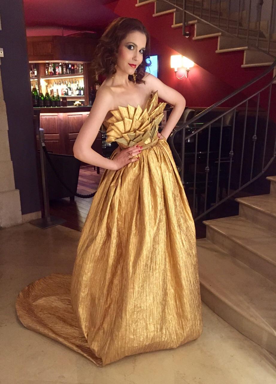 Golden... Glamorous...Glistening... Gleaming...