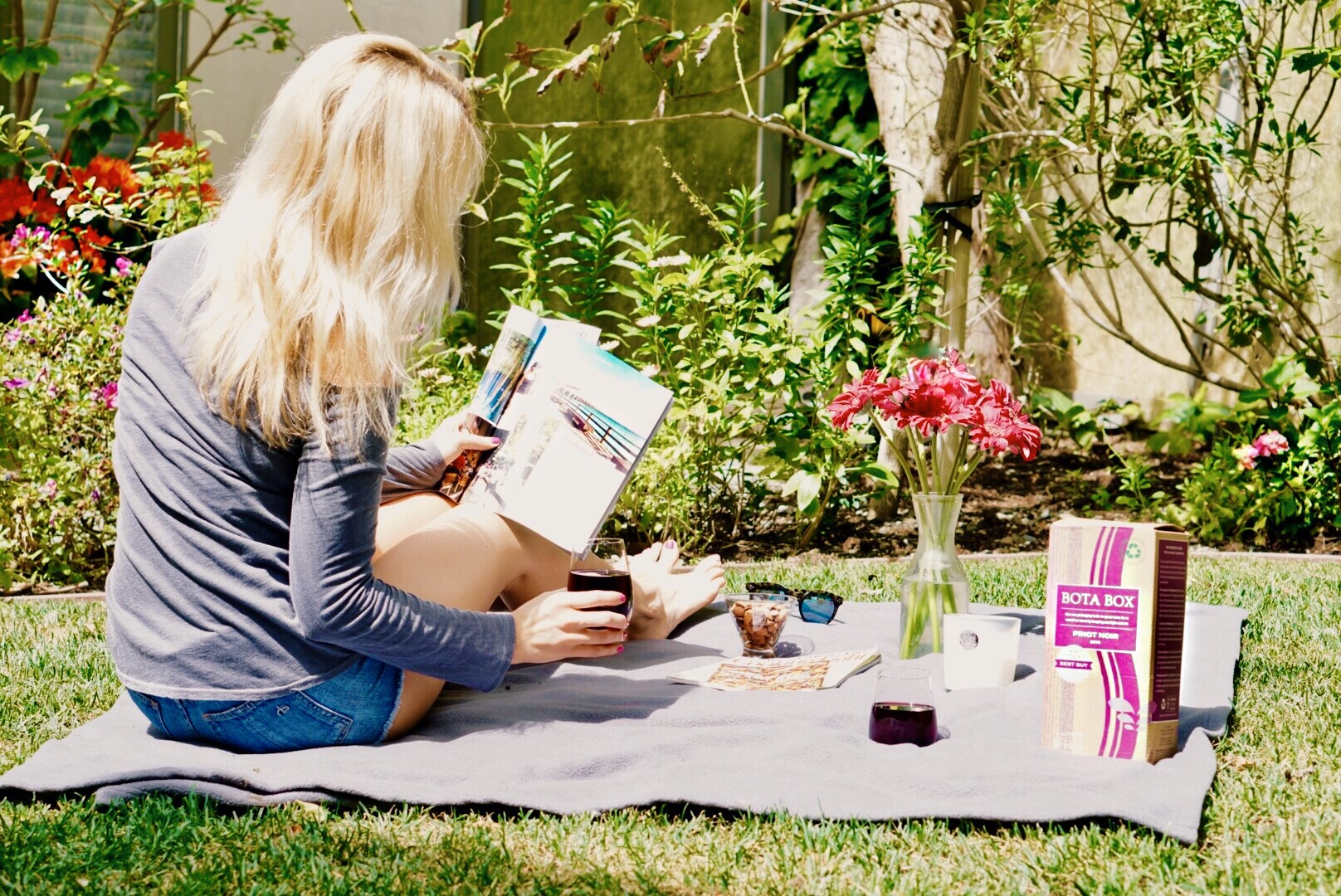 Backyard picnic!! While waiting for my friend to show up,I was able to catch up on some travel and cooking mags while sipping on some Bota Box Pinot Noir on a warm spring afternoon. The crisp and light Pinot was perfect for a sunny day picnic.