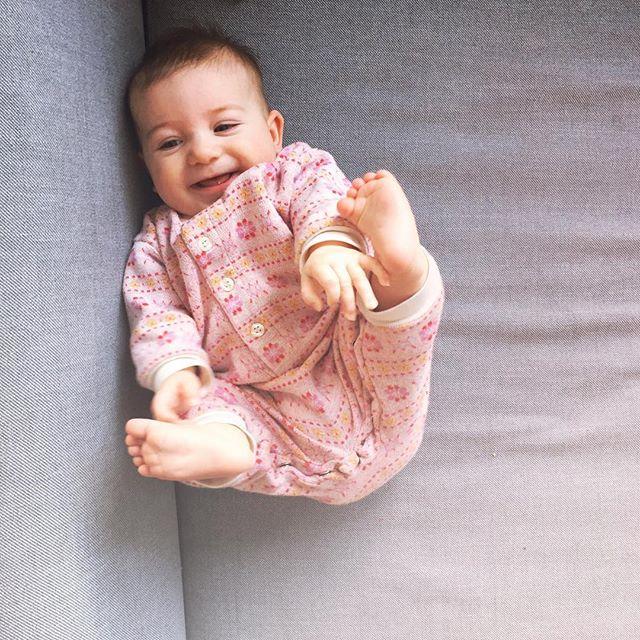 Good Morning! 🌞 . . . #hygge #cosy #winterbaby #babytoes #babyfeet #fairisle #thriftstorebaby #artistmom #bloggerhome #blogger #morningsunshine #sweetbaby #babysmiles #gemütlich #goodmedicine #goodmorning #lovelyday