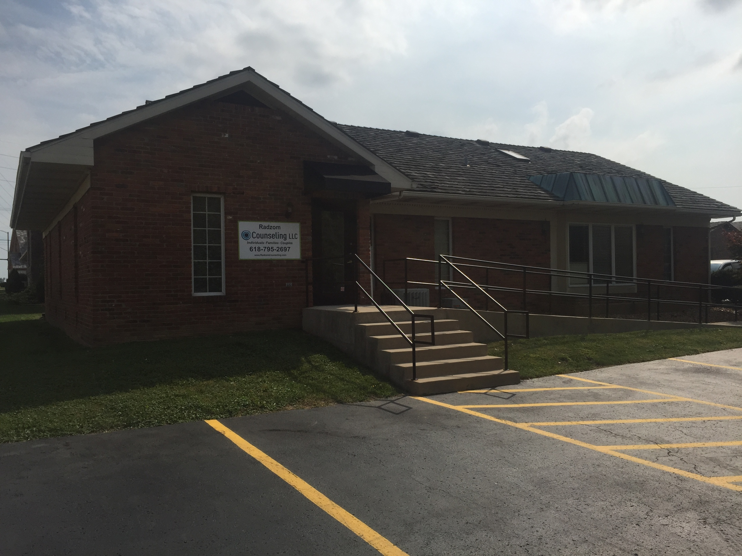 Radzom Counseling Exterior 40 B Edwardsville Prof Park Dr in Edwardsville, IL