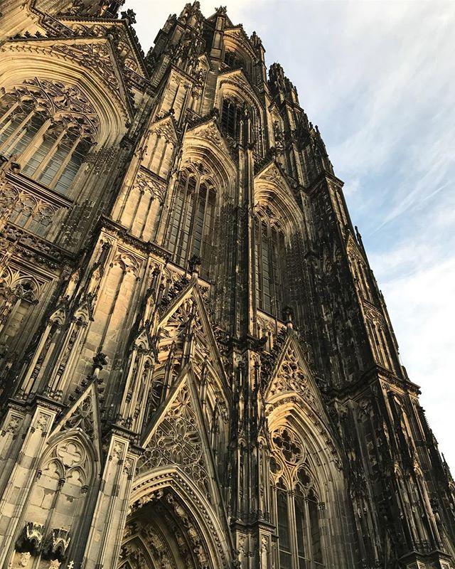 The sooty #kölnerdom cathedral is beautiful & #gothAF