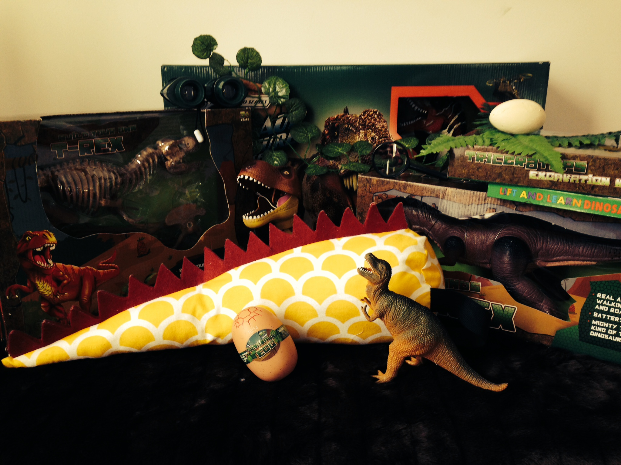 Dinosaur Prize Pack Valued at $100! Click to enlarge picture