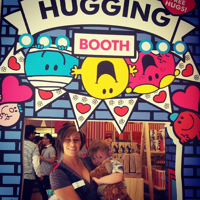 Hugging station Photo: instagram.com/inspiringmums